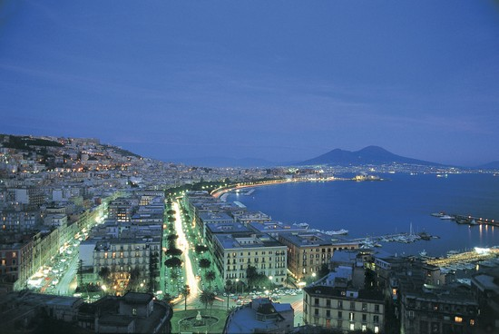 Napoles1 Romantic getaways for couples in Italy
